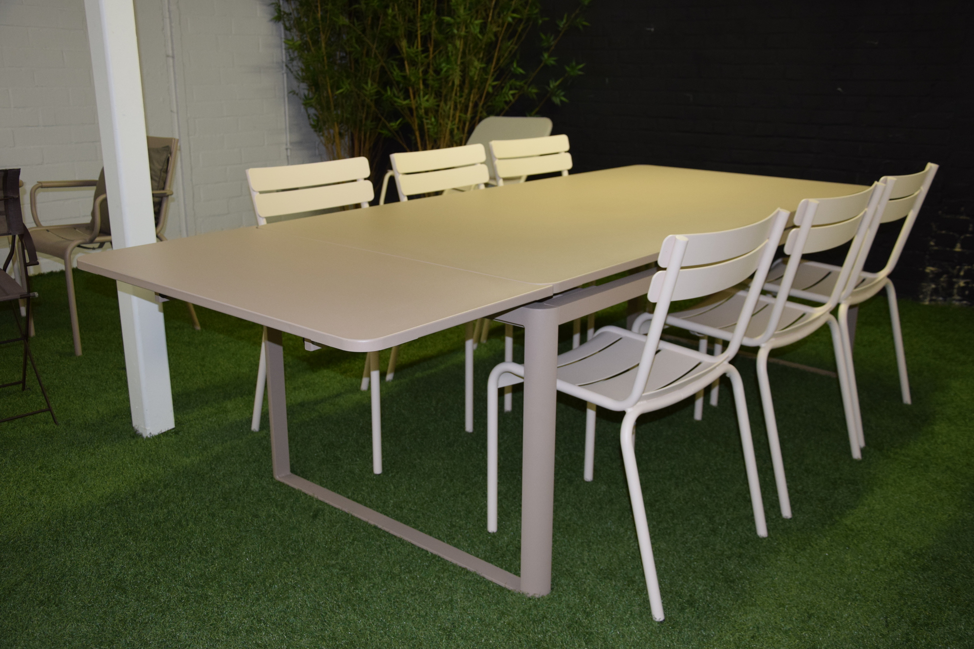 Fermob uitlengbare tafel met 6 stoelen delmi decor outdoor - Tafel fermob lading ...